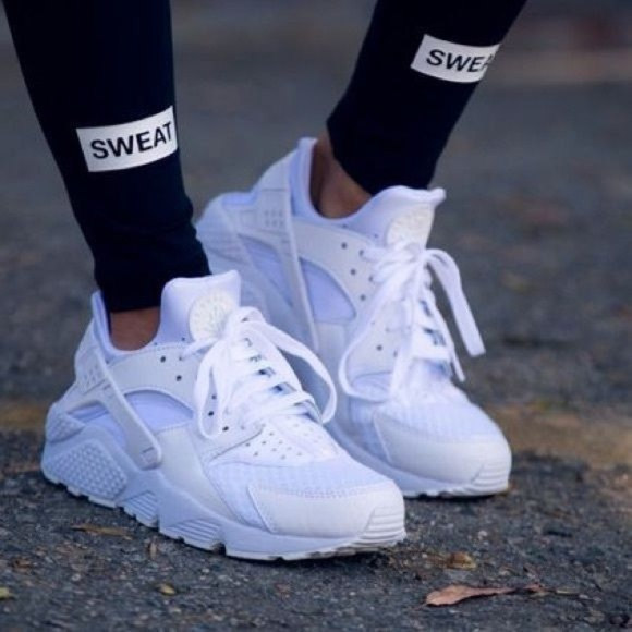size 40 23bad c33ce NEW NWT Nike Air Huarache Street Style Shoe. M 5bd53174fe5151f75d0c0079